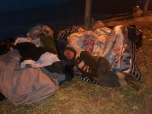 Mülteciler Kampın Kapısında Bekletiliyor