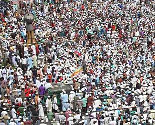 Bangladeşli Müslümanlardan Uzun Yürüyüş