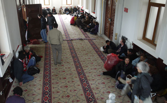 Ergenekon Eylemcileri Camiye Sığındı