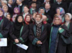 Avukatlardan Kadın Hakime Başörtüsü Tepkisi