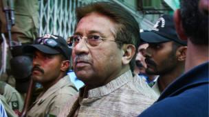 Pakistan: Müşerref Gözaltında Tutulacak