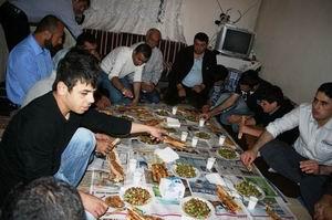 Özgür-Der Suriyeli Mültecilere Misafir Oldu