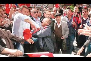 Ülkücü 'Savaşçılar' Özgürel'e Saldırdı