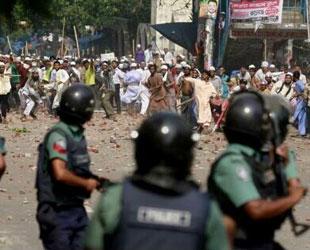 Bangladeş'te Gerginlik Katliama Dönüştü: 100 Ölü