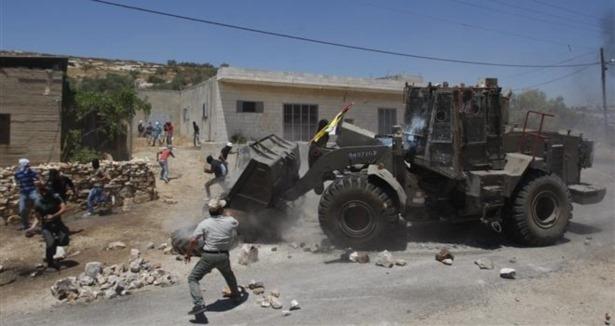 Siyonistler Filistinlilerin İşyerlerini Yıktı