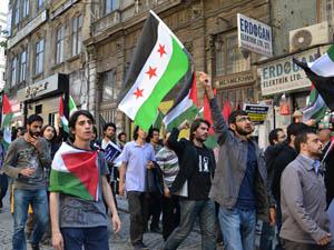 Gençler Nakba Gününde Yürüyüş Düzenledi