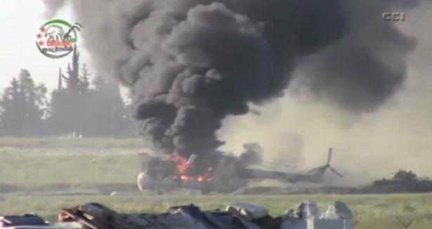 Direnişçiler Askeri Havaalanını Kuşattı