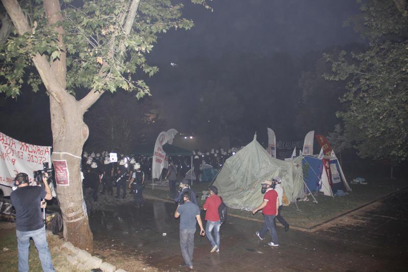 Polisten Eylemcilere Müdahale