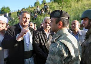 BDP'liler Askerlere Kalkan Oldu