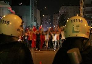 Gösterilerde Bir Polis Hayatını Kaybetti