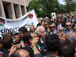 Gezi Parkı Eylemcileri Kamalak'a Saldırdı