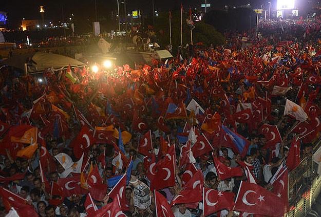 Başbakan Erdoğanı Havaalanında Onbinler Karşıladı