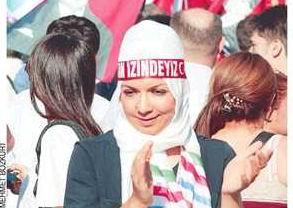 Başörtülü Taksim Gezi Parkı Mizanseni