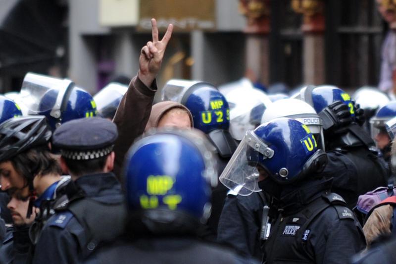 Londrada G8 Protestoları Sürüyor (VİDEO)