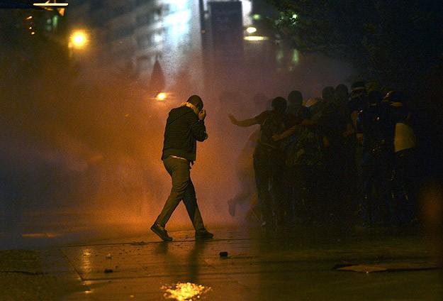 Polis Gezi Parkını Müdahale İle Boşalttı
