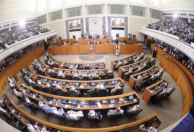 Kuveytte Parlamento Feshedildi