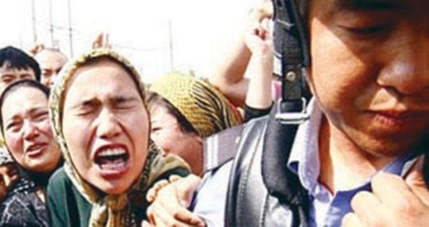 Şikayete Giden Uygurlara Polis Saldırdı