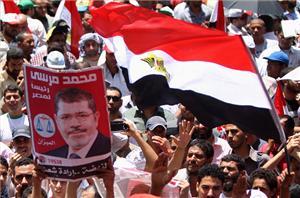 Müslümanlar Mursi'ye ve Devrime Sahip Çıkıyor!
