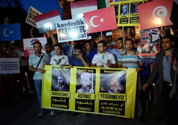 İstanbulda Muhammed Mursiye Destek Eylemi