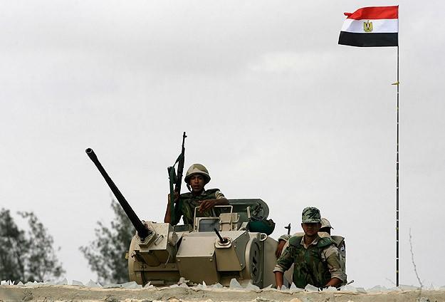 Mısır Cuntasının Tankları Meydanlara İndi