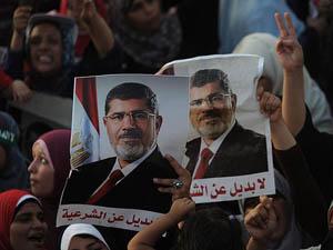 Mursi Destekçileri Meydanı Terk Etmiyor (VİDEO)