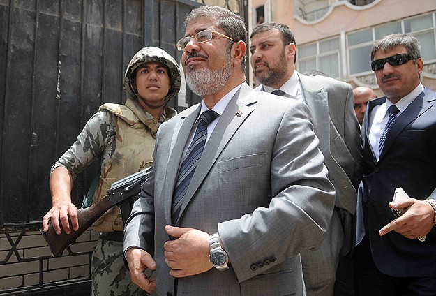 Mursi, Darbecilere Karşı Onurlu Direnişi Seçti