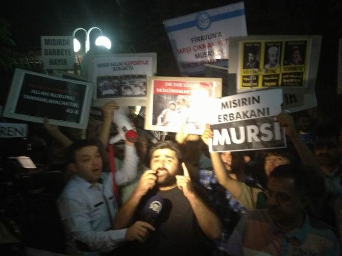 Ankara'da Mısır Büyükelçiliği Önünde Protesto