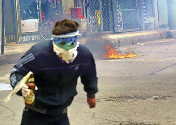 Diyarbakır AK Parti İl Başkanlığına Molotoflu Saldırı