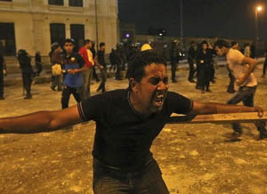 Mısır Polisi ve Baltacılar Göstericilere Saldırdı!