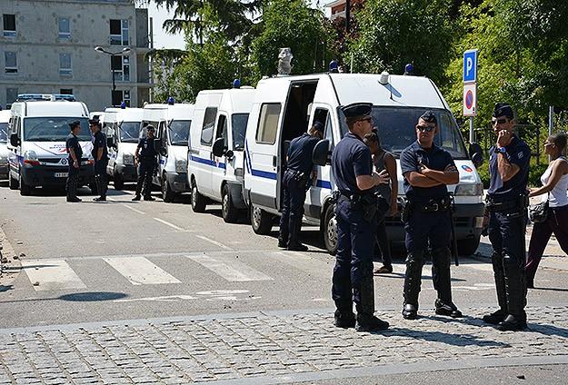 Paris'te Örtüye Saygısızlık Protesto Ediliyor
