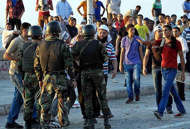 Darbeciler Göstericilere Saldırdı: 5 Ölü, 176 Yaralı
