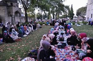 Süleymaniye'de Ümmet ve Kardeşlik İftarı