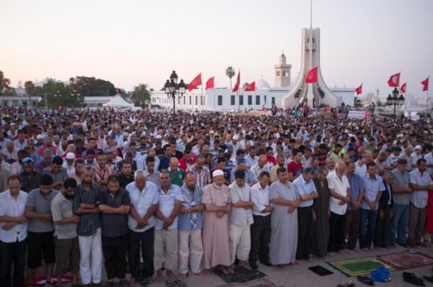 Tunus Halkı Devrimi Korumak İçin Meydana İndi