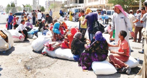 Esed Bombaladı: 4 Bin Kişi Akçakale Sığındıı