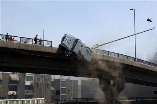 Ölüm Kusan Aracı Köprüden Attılar