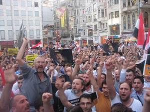 İstiklal Caddesinde Mısır Yürüyüşü (FOTO-VİDEO)