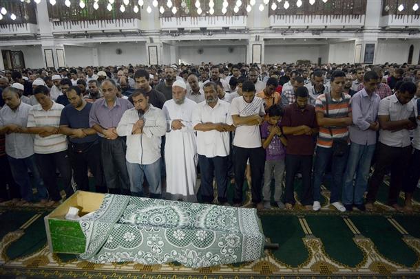 Mısır Halkı Şehitlerini Uğurluyor (FOTO)