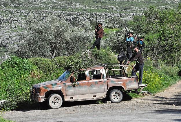 Direnişçiler Baas Rejiminin Haleple Bağlantısını Kesti