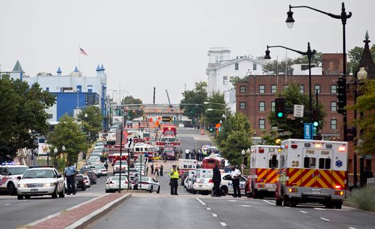 ABDde Donanma Tersanesine Saldırı: 12 Ölü