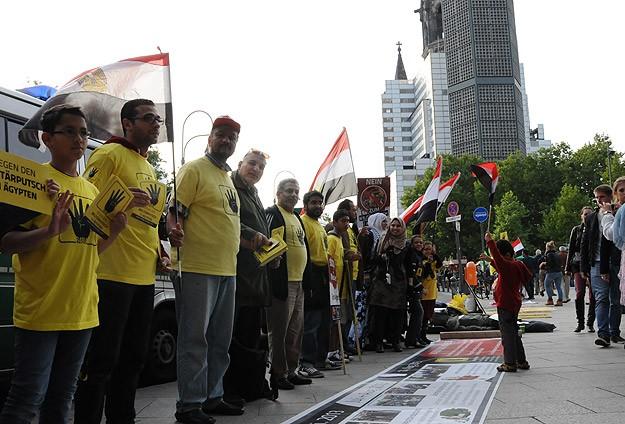 Berlinde Mısır'daki Darbeye Protesto
