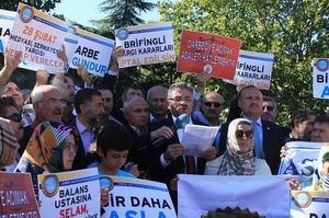 28 Şubat Cuntasına Mahkeme Önünde Protesto