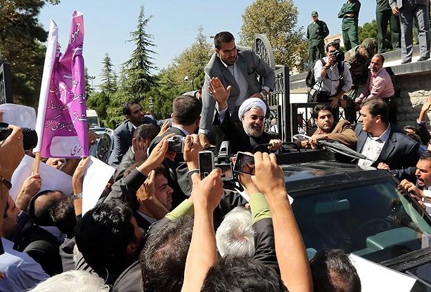 Ruhani Ülkesine Dönüşünde Protesto Edildi