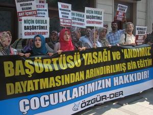 Özgür-Der: Özgürlükleri Geliştiren Adımları Destekliyoruz!