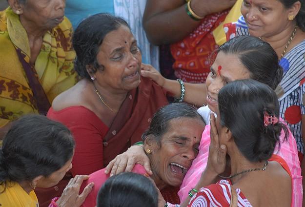 Hindistan'da Köprüde İzdiham: 50 Ölü
