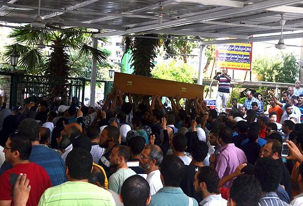 Mısırlı Öğrencinin Cenazesinde Darbecilere Lanet Okundu