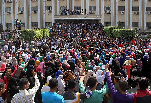 Ezher'de Öğrencilerden Darbe Karşıtı Gösteriler