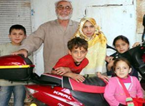 Evini 18 Suriyeli'ye Açtı