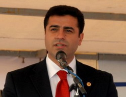 Demirtaş: Diyalog AKP'yi Yıpratmaz!
