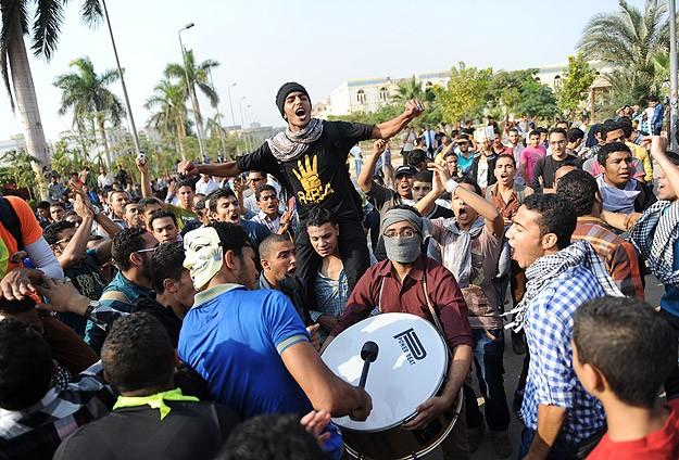 Öğrencilerin Darbe Karşıtı Gösterileri Sürüyor