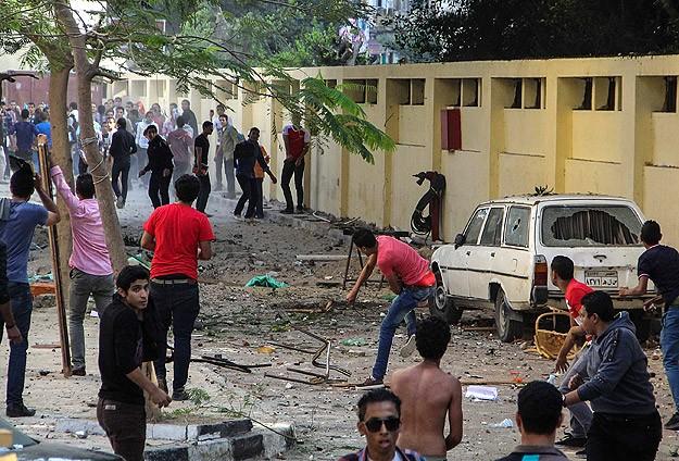 Darbe Karşıtı Öğrenciler Sisi Destekçileriyle Çatıştı